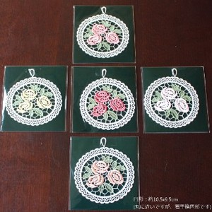 Lace Rosie Ornament Round
