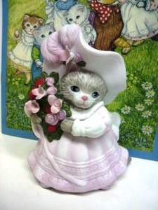 B.Shackman 猫の置物 Kitty Cucumber Priscilla Ceramic Figurine