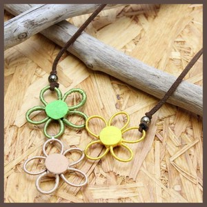 Trio Flower Short Necklace