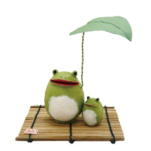 Chigiri Japanese Paper Rain shelter Parent And Child Frog Ornament