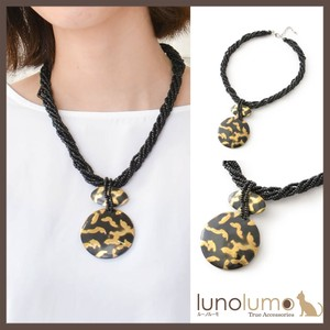 Metallic Color Pendant Wood Necklace