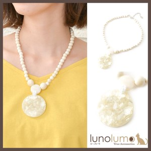 Natural Material White Color Shell Pendant Necklace