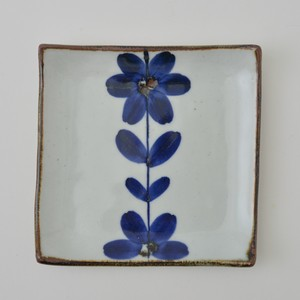HASAMI Ware Hand-Painted Flower Square Plate 30g