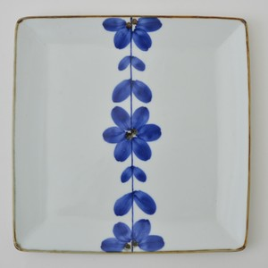 HASAMI Ware Hand-Painted Flower Square Plate