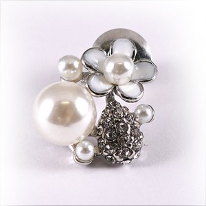 2018 A/W Glitter pin Brooch Flower Pearl Flower Tuck pin Fashion Gift