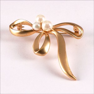 2018 A/W Glitter Brooch Gold Ribbon Pearl Fashion Gift Gift