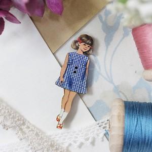 フランス製 木製ボタン アトリエ ボヌール ドゥ ジュール 【青いチェックの女の子】