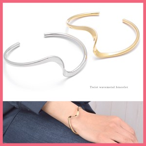 Twist Wave Metal Bangle