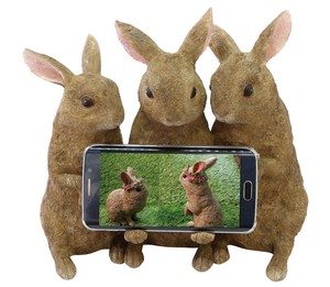 Three Rabbit Smartphone Holder