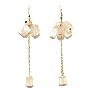 Button Pearl Cube Natural stone Pierced Earring