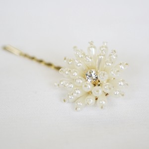 Pearl Flower Motif pin
