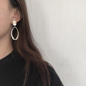 Oval Triple Circle Pierced Earring