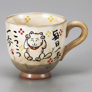 Beckoning cat Mug Full Water