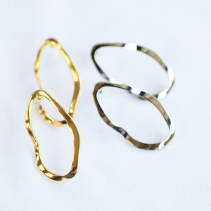 Deformation Metal Circle Motif Pierced Earring