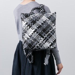 Light-Weight Hand Knitting Mesh Backpack Use