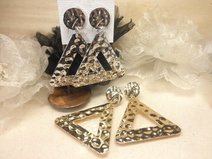 Design Pierced Earring Larger Triangle
