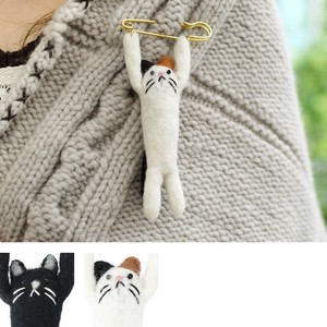 Brooch pin cat