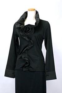 衿フリル胸コサージュモチーフ付カットソー