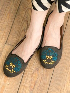 Design Nandina Embroidery Pumps