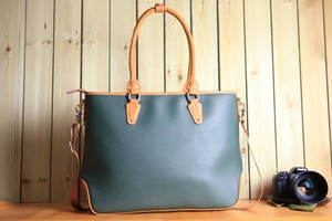 Large capacity Hand Maid Fine Quality Leather Bag Unisex Shoulder Bag