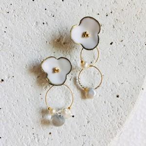 白いお花とガラスとパール(グレー) イヤリング