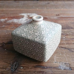 Pottery Put Square Floret Pattern Cream