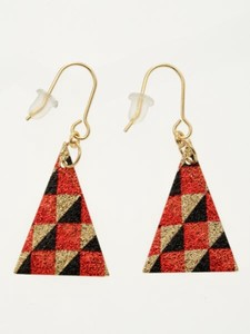 Design Change Checkered Triangle Pierced Earring