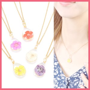 Dry Flower Motif Necklace