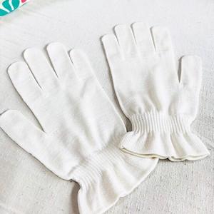 絹糸屋さんの『朝がうれしい。』お休みシルク手袋|きなり(アイボリー)