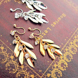 Hall Pierced Earring Leaf Metal Earring