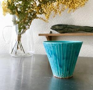 グラス「蒼」蒼の釉薬は鉱物が結晶化することで出せる色なので、一つ一つ色や風合いに違いがあります。