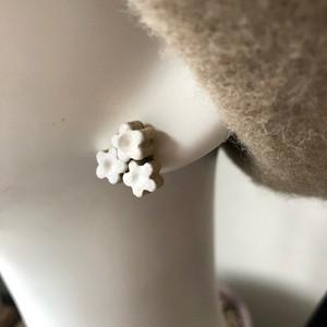 白い小花ピアス(イヤリング)