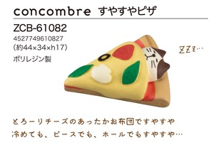 Ornament concombre Cat sleep on pizza