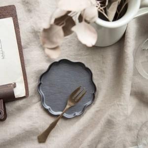 【箱入り】花うふれ 11cm小皿 ブラック[H1151][日本製/美濃焼/洋食器]