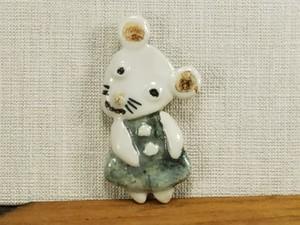 ブローチ・ねずみ(陶のブローチ)(animalシリーズ)
