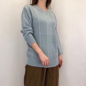 V-neck Cable Knitted