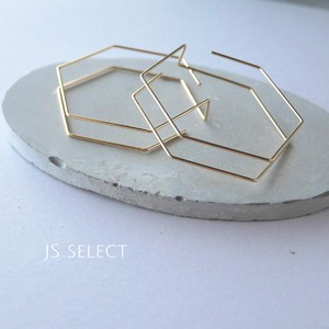 Wire Design Pierced Earring Gold