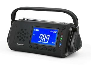 4通りの電源方式。USB / SOLAR / 手回し / 単4電池対応のBluetooth付きラジオ