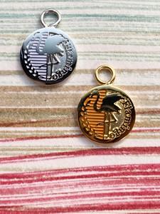 【ユニセックスアクセサリー】動物モチーフ 人気再沸騰のコインアクセサリー〈フラミンゴ〉