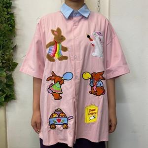 【ユニセックス】うさぎワッペン柄シャツ
