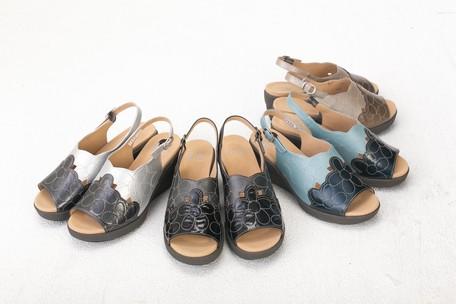 7704daa54fce Genuine Leather Light-Weight Flower Design Sandal